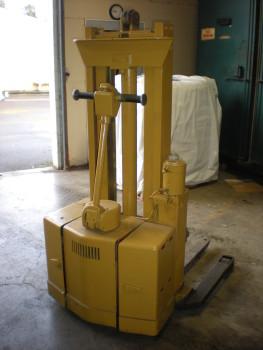 95 Raymond Electric Pallet Jack.pic1